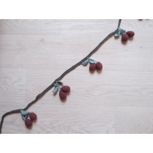 Shirley Bredal Cherry Garland deep berry 150 cm-01