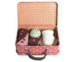 maileg Suitcase med udstyr og kager-20